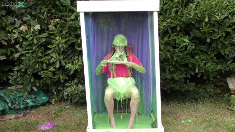 Janey Gunged in 'Humiliating' Costume