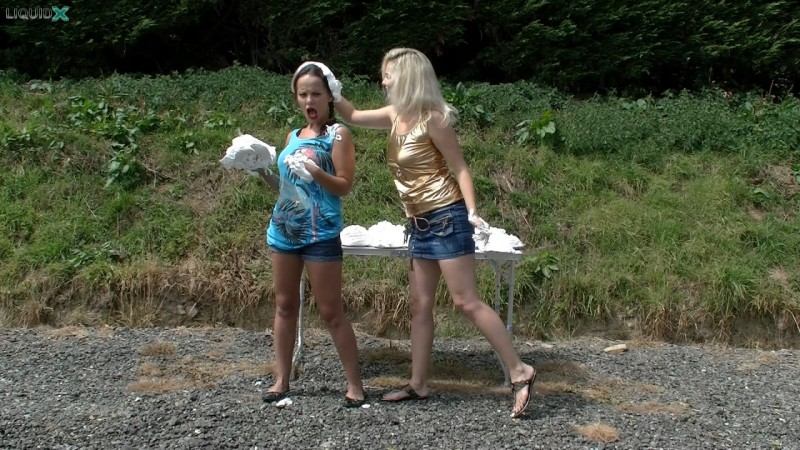 Lisa & Louise Have A Summer Pie Fight