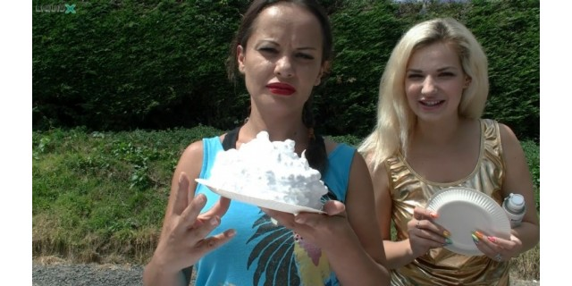 Lisa & Louise Pie You on a Summers Day!