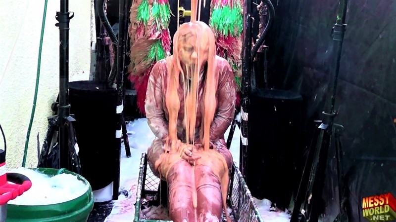 Human Carwash: Lucy's Dirty Carwash