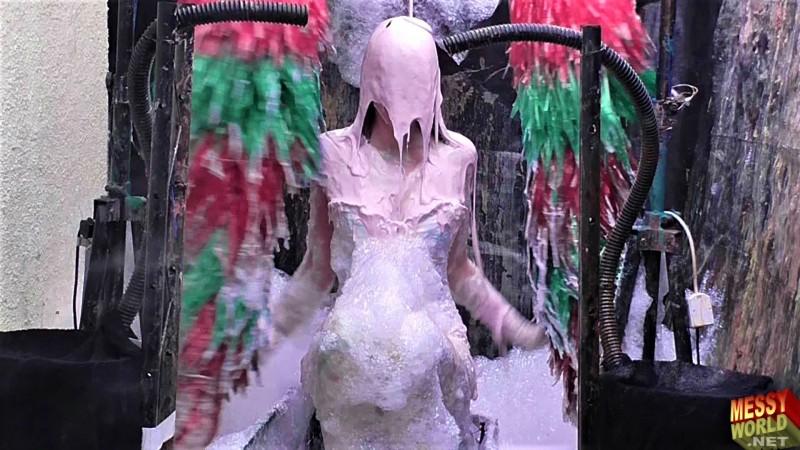 Human Carwash: Tamara in Lingerie